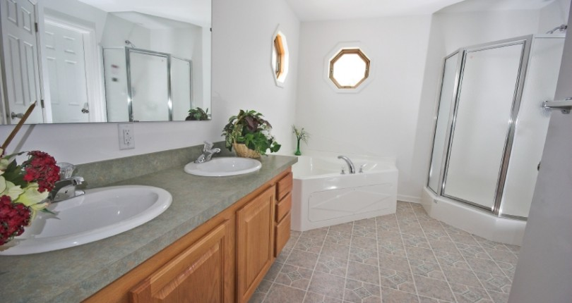 6 Quick Bathroom Cleaning Tips